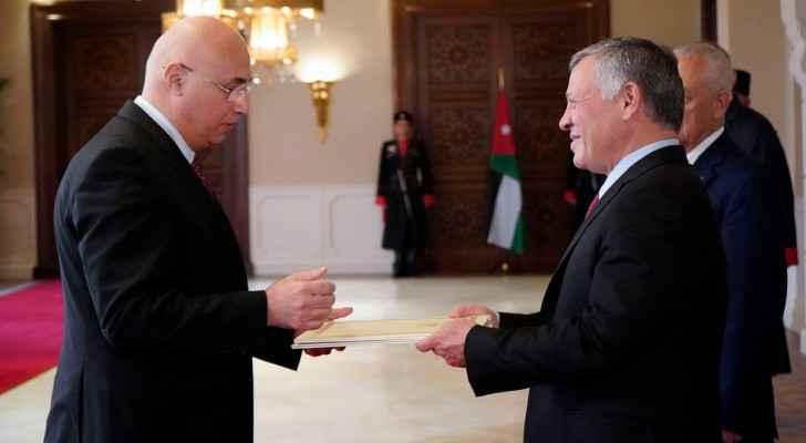 King receives new ambassadors' credentials