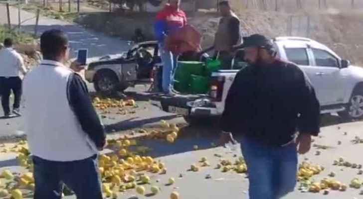 Jordanian farmers dump their produce on the street