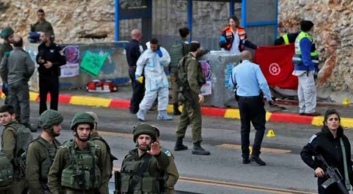 Israeli soldiers closed off the entrances to Ramallah on Thursday. (Roya)