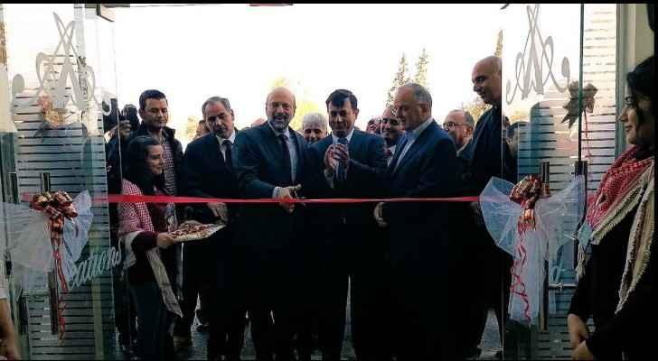 Razzaz inaugurates ready-made garments factory in Al-Azraq