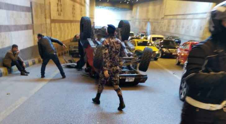 Overturned vehicle causes severe traffic congestion in 4th Circle tunnel