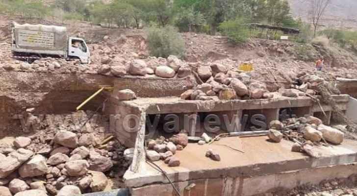 Partial collapse on Ghor al Mazra'a - Al Safi road