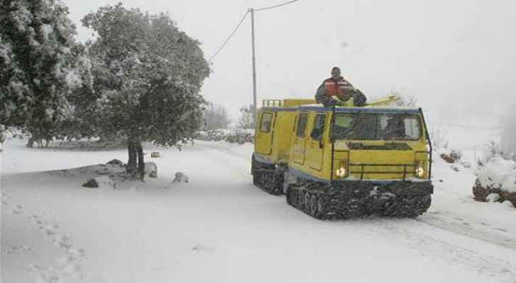 14 people in three snow-trapped cars rescued in Ajloun