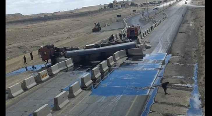 Oil tanker tips on its side on Desert Highway