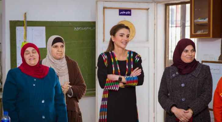 Queen Rania visits Jerash, meets with representatives of charity organisations