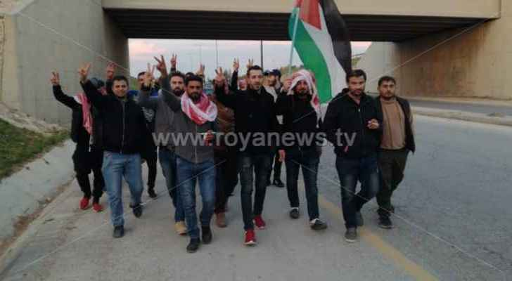 Job seekers march from Ramtha to Amman