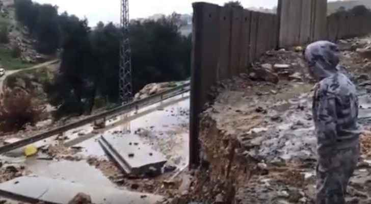 Annexation Wall in Jerusalem partially collapses after heavy rain