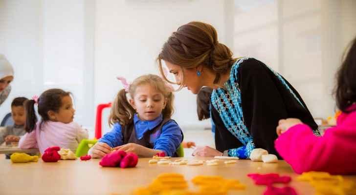 Photos: Queen Rania launches Zaha Cultural Center in Mafraq, meets Royal Grant beneficiaries