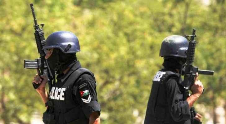 Wanted man hits two policemen during police chase in Karak