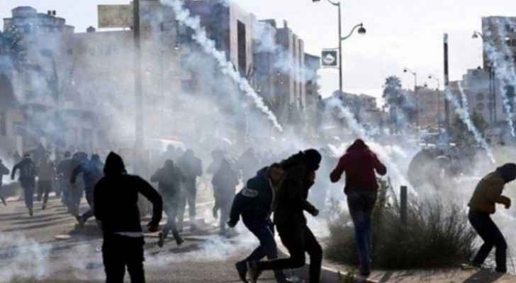 Hebron: Students, teachers suffocate by IOF gas bombs