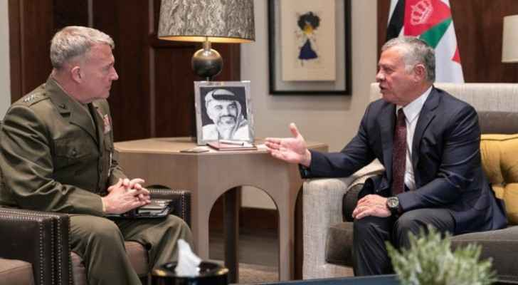 King receives Commander of US Central Command at Husseiniya Palace