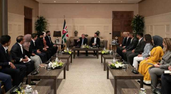 King meets group of young Jordanians, calls for encouraging youth's political engagement