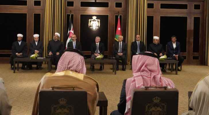 King meets with group of imams, preachers, joins them for iftar