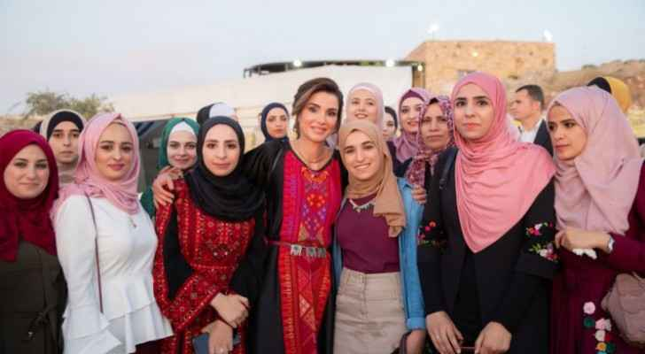 Queen Rania joins youth, community representatives for iftar in Tafileh
