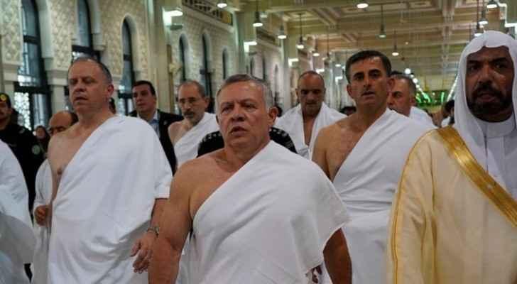 Photos: King performs Umrah