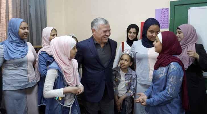 King checks on orphans at Mabarrat Um Al Hussein, Hamza Bin Abdelmuttalab Association
