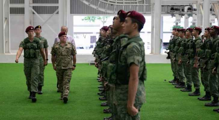 King visits Singapore Armed Forces Commandos