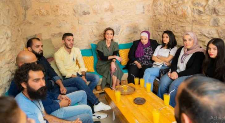 Queen Rania meets with youth during visit to Kawon Bookshop in Madaba