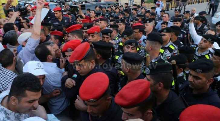 Photos: Jordanians demonstrate near 4th Circle against Bahrain workshop