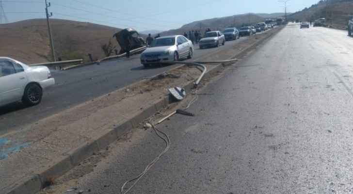 Photos: Two injured in truck deterioration accident on Amman-Dead Sea highway