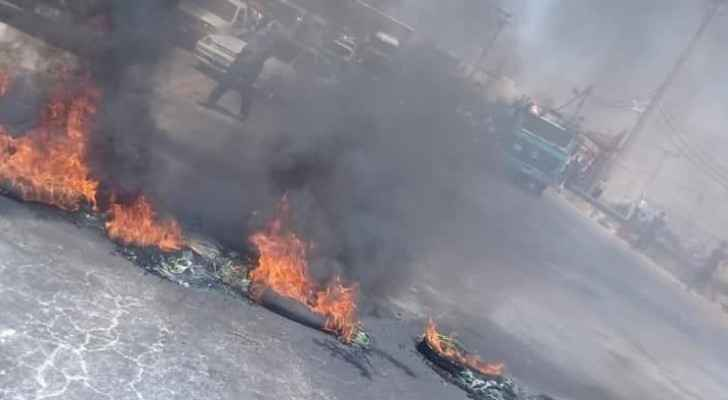 Rioters block main road in Jerash with burning tires