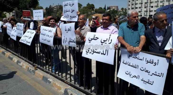 Families of 'prisoners of conscience' organize protest in front of Parliament building