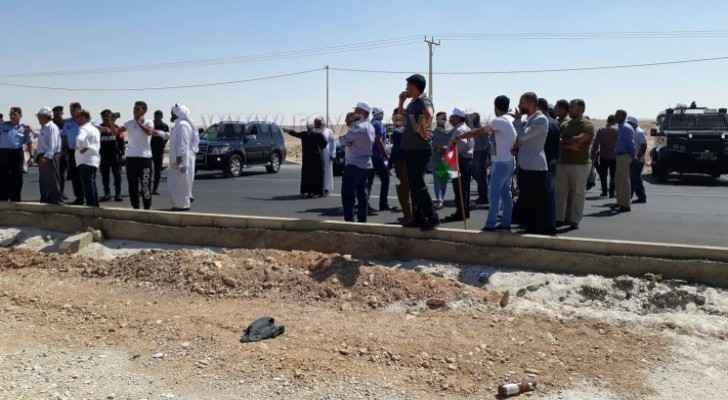 Road congestion on Desert highway as teachers heading to Amman to protest