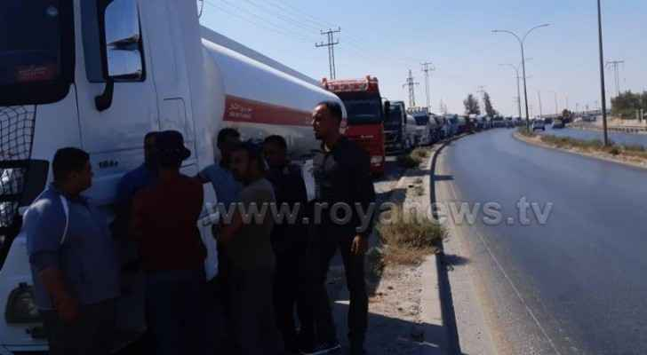 Photos: First group of trucks loaded with Iraqi | Roya News