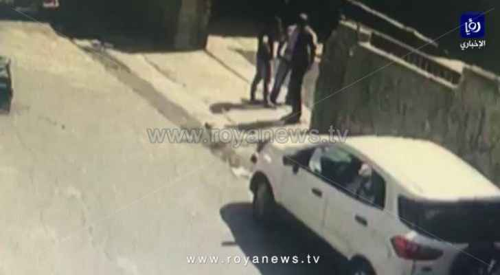 Video: Three unknown men rob shop in Irbid, flee the scene