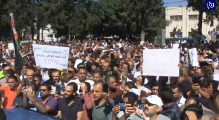 Video: Striking teachers organize protest march in Irbid
