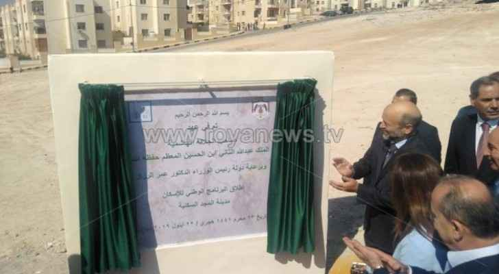Razzaz visits Zarqa, launches National Housing Program