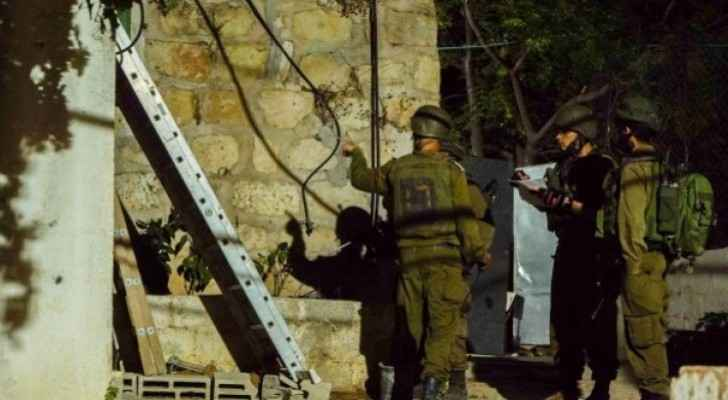 IOF detain 24 Palestinians in West Bank, 27 in Jerusalem