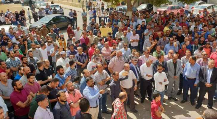 Photos: Teachers organize strike in front of Marka Education Directorate