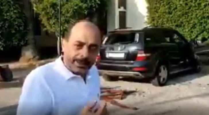 Video: Lebanese demonstrators destroy vehicle of Jordanian citizen