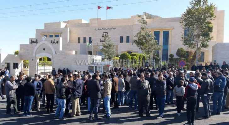 Members of Teachers Syndicate protest in front of Karak Palace of Justice