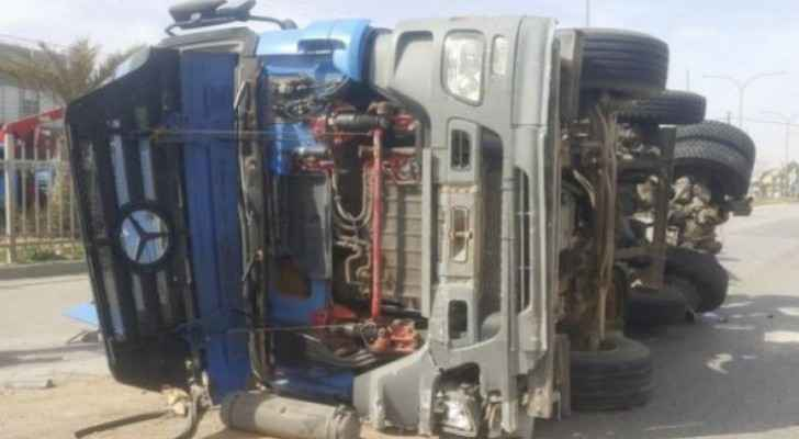 Trailer driver dies in rollover accident in Amman