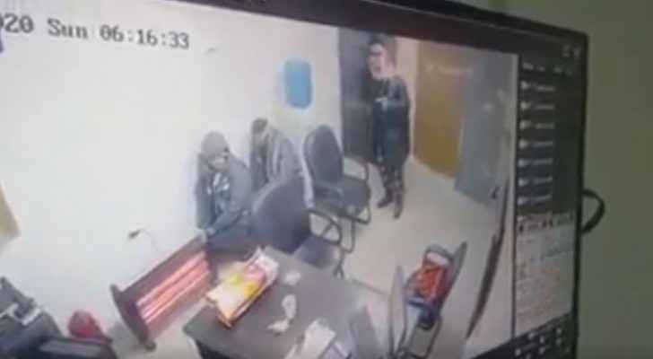 Watch armed robbery at gas station in Amman