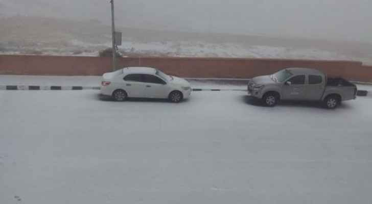 In Video: Snow accumulation, partial road closures in Tafilah, Petra