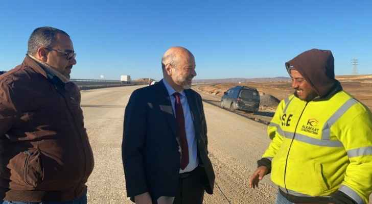 Razzaz: Desert highway maintenance project to be completed by the end of 2020