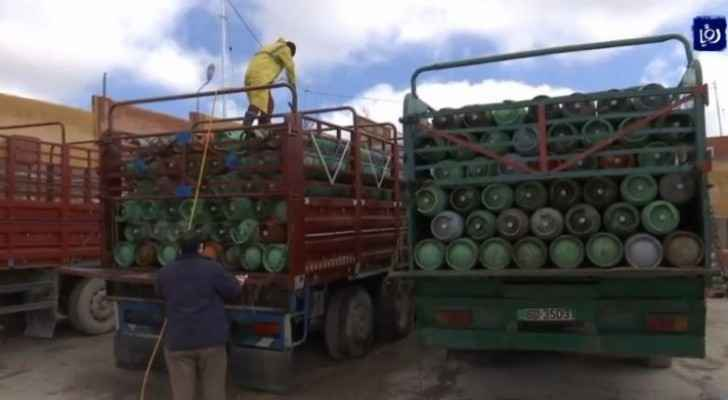 Gas cylinders sterilized to confront coronavirus in Jordan