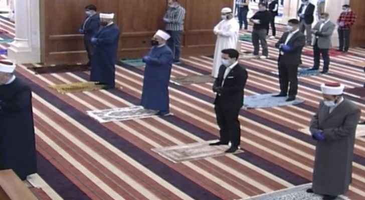 Crown Prince joins worshippers in Friday prayer at King Hussein Mosque