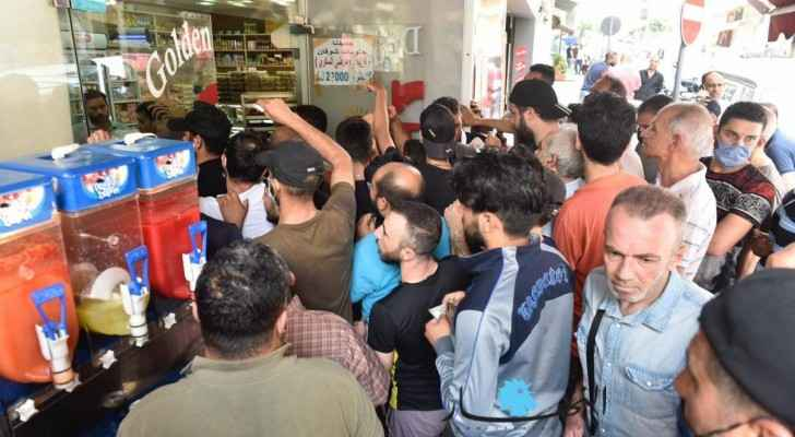 Plunging Lebanese pound sparks bread crisis