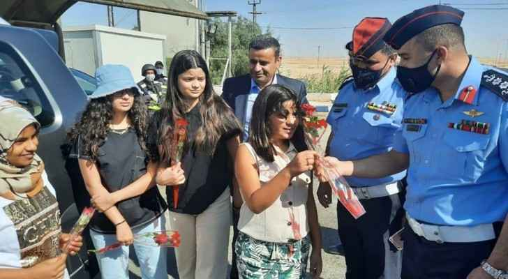 Public Security Directorate distributes Eid cards and flowers