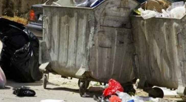 Woman abandons two children in dumpster