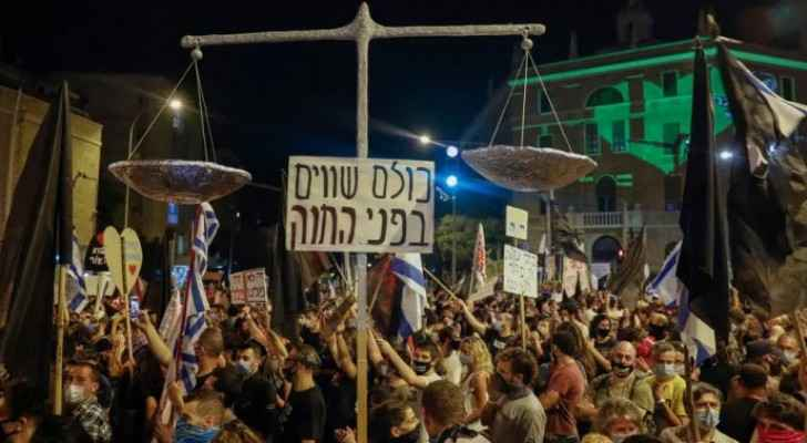 Thousands of settlers protest against Netanyahu following indictment charges