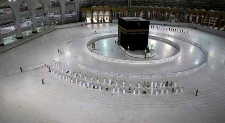 Prayers resume at Mecca's Grand Mosque