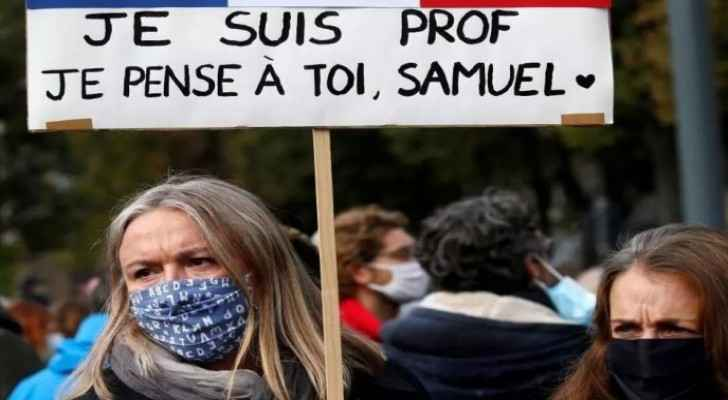 Thousands gather in Paris to pay tribute to beheaded teacher