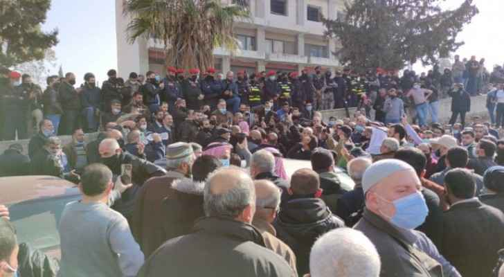 Teachers protest in front of House of Representatives