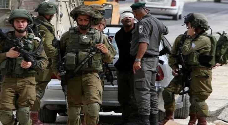 IOF detains 24 Palestinians in East Ramallah