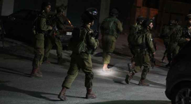 IOF arrests 13 Palestinians in West Bank